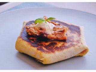 秘制异国风味鸡胸肉腌料&绝佳搭配 (减肥必备),在顶上加上一勺酸奶油 把剩余的鸡肉丁撒上