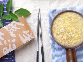 早上喜欢热乎乎的粥么……,还有小米粥,敲黑板→真的特别养人,我妈说他们那个年代坐月子都是喝小米粥来调理,同时有健脾养胃祛湿的功效,满满健康的饮食。  宝宝辅食中小米最容易消化的,熬得浓稠的淮山药小米粥,或者煮过后再打成糊,经常吃一定比同龄孩子抵抗力强。