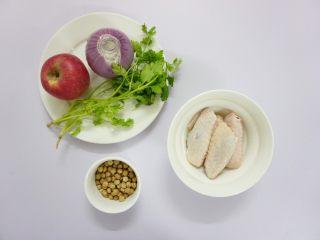 鹰嘴豆焖鸡翅,先准备材料。