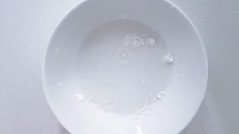 午餐肉(宝宝辅食),加适量的清水兑成水淀粉