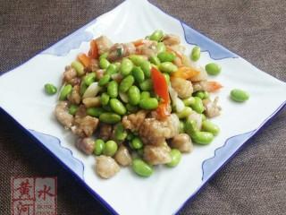 毛豆炒肉丁,装盘