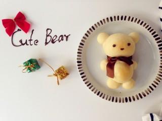 可爱小熊面包,面包做好后取出晾凉,用巧克力笔画出眼睛,鼻子即可。