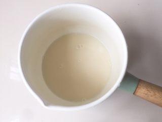 全麦吐司(汤种法),汤种:小奶锅里倒入高粉(汤种)和水(汤种)搅拌均匀