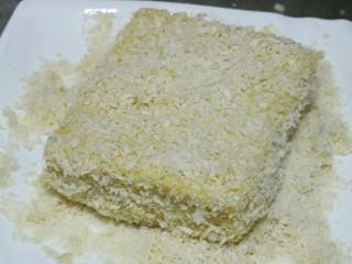 土司蛋黄虾,再放入面包糠中裹匀~