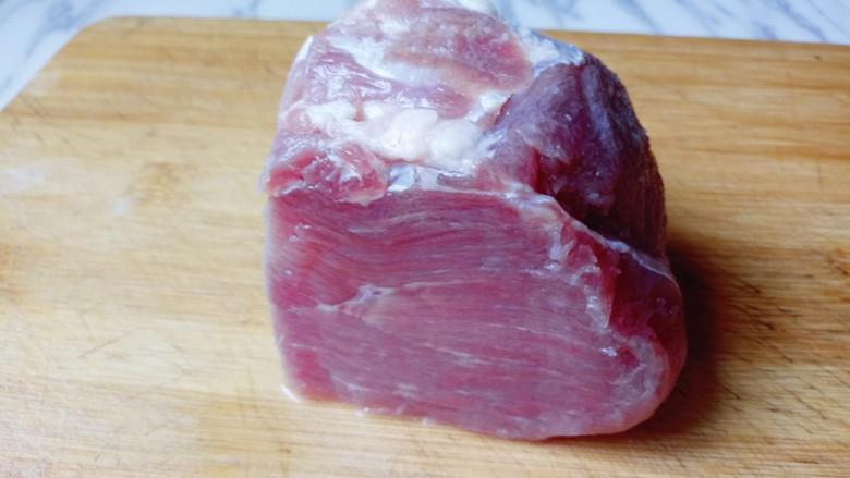 肉末茄子,<a style='color:red;display:inline-block;' href='/shicai/ 4430'>里脊肉</a>,好漂亮呀!(^_^) 将<a style='color:red;display:inline-block;' href='/shicai/ 4430'>里脊肉</a>洗干净。