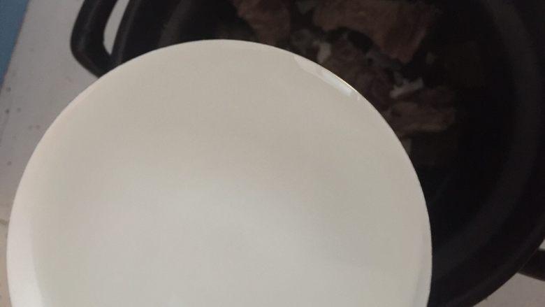 杜仲猪尾骨汤,然后将炒好的杜仲和猪尾骨放入砂锅中加入清水