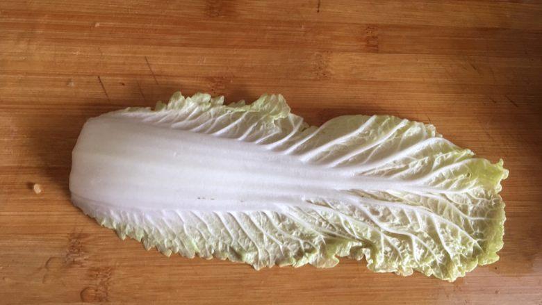 鸡肉蔬菜丸子,一片大娃娃菜叶 剁碎