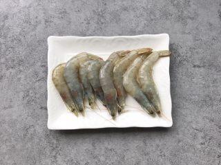 凤尾虾球,虾准备8只洗净(根据家人食量选择)