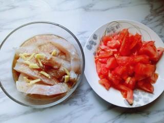 番茄龙利鱼汤,准备好食材。
