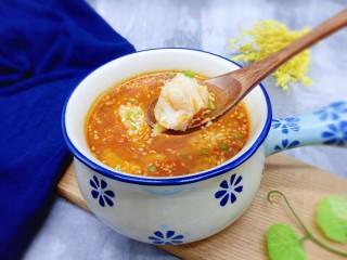 番茄龙利鱼汤,鲜嫩的鱼肉,汤汁酸中带甜。味道鲜美。