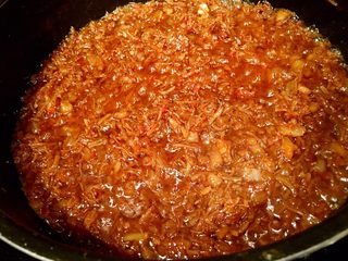 鲜虾瑶柱酱(详细版),5分钟后,调大火,烧干水份收汁。如图所示,收汁基本完成。