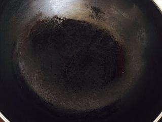 黄桃罐头,拿锅,开火