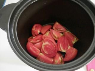 番茄排骨汤,放入沙锅。