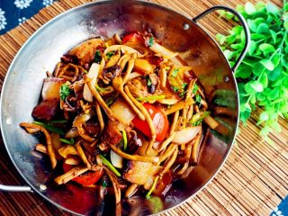 干锅茶树菇,美美的开餐啦