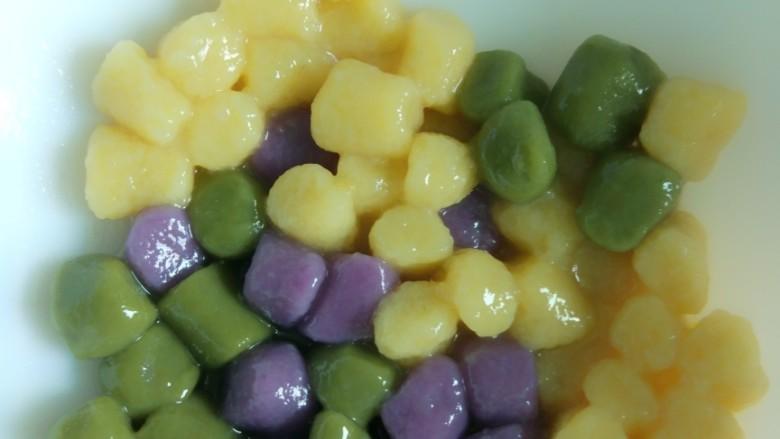 仙草芋圆麦片奶粥,过冷水后放置备用。