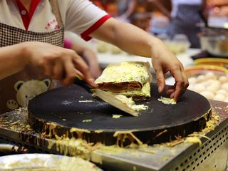 天津老味煎饼果子,对折成型(棉被状)