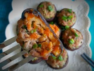 香菇肉丸(可蒸可烤),粘上辣椒酱,欧啦。。。