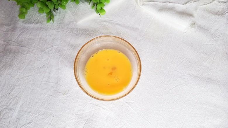 玉米甜汤,再将鸡蛋打散均匀备用