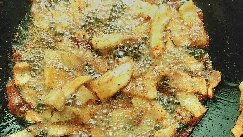 蒜香回锅肉,然后中火翻炒均匀