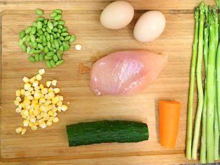 食疗-鸡胸肉减脂食谱,整理好需要的食材,玉米粒和青豆我都是直接买的一粒粒的!