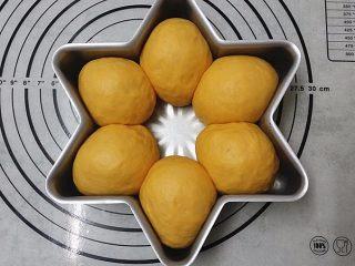 南瓜酸奶亚麻籽油面包(无盐配方),送至温暖处发酵至8分满