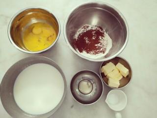 #不一样的泡芙#酷黑的黑森林泡芙,准备好巧克力泡芙的材料