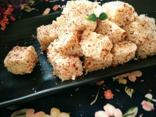 玫瑰牛奶椰絲小方,然后就可以開吃了!不一樣的玫瑰芬芳,不一樣的浪漫氣息,你值得擁有喲??