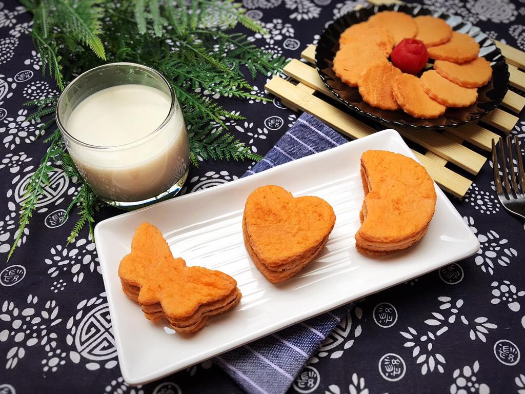 蕃茄鸡蛋饼+花生芝麻浆,饼煎好,花生芝麻浆也煮好</p> <p>一份元气十足,颜值十分的早餐就这么简单完成了!</p> <p>自己做,卫生放心,经济实惠!家人吃的每一口都是满满的幸福和健康!</p> <p>为健康下厨,陀螺妈妈分享完毕!谢谢!