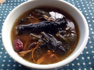 党参虫草乌鸡汤,最后盛出慢慢享用吧!饭前先喝汤,养胃!