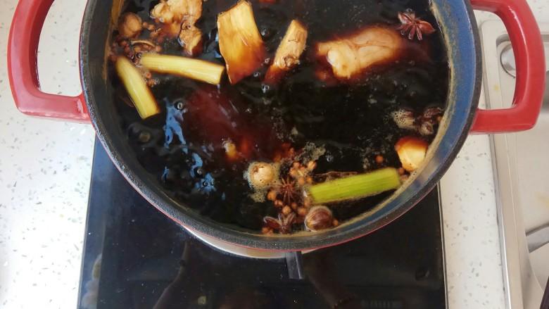 五香卤牛肉,大火烧开后转小火