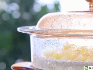 香烤土豆塔 宝宝辅食食谱,上锅蒸15分钟至熟透。 土豆蒸的时间要根据土豆块大小调整一下,用一根筷子戳一下,很容易就戳穿就熟透了。