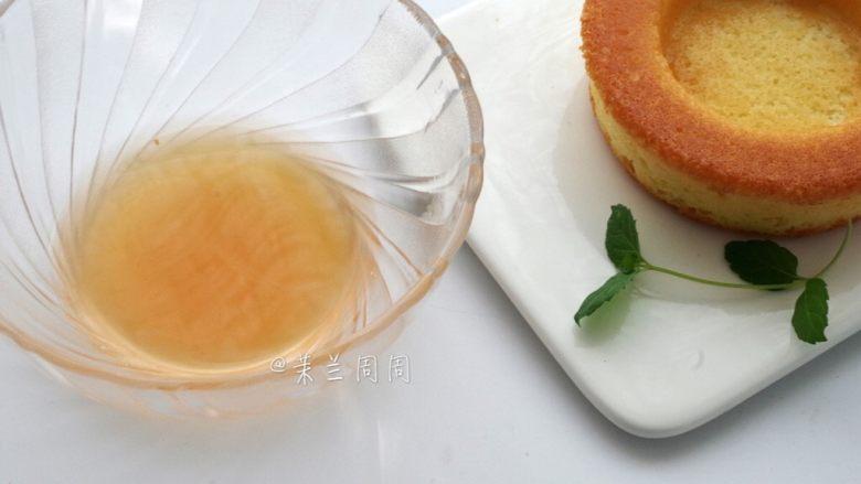 黄桃海绵蛋糕,21、取出冷却好的黄桃糖水。
