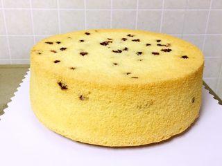 蔓越梅戚风蛋糕,冷却后手工脱模很方便 蔓越梅戚风蛋糕是不是很棒
