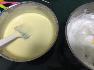 蔓越梅戚风蛋糕,用切拌的手法 不要划圈奥!会消泡的