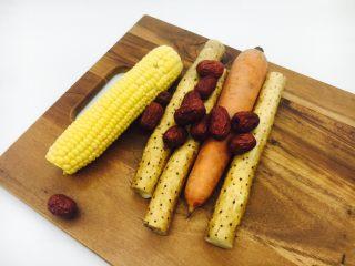 乌鸡汤,山药、大枣、玉米、胡萝卜适量