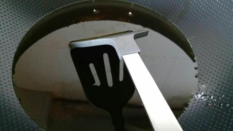 香菇牛肉酱,锅内多放点油