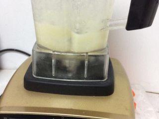 鸡肉土豆泥,放入料理机,加入适量水搅拌