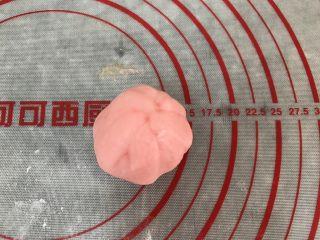 五彩冰皮月饼(附奶黄馅做法),这样收起就好,很容易粘合的