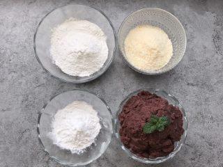 南瓜糯米糍,食材准备:糯米粉80g、澄粉30g、椰蓉45g、自制豆沙160g、开水10g