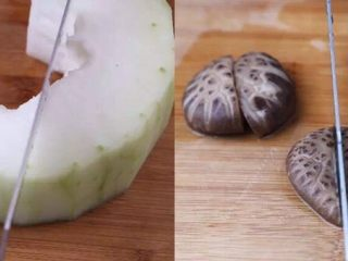 一碗这个汤,冬瓜切开剥去籽,切大块,蒸出来吃着很过瘾,煮好的香菇凉置后切小块