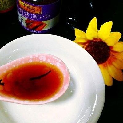 蒜蓉鱿鱼蒸粉丝,开始调汁,料酒1汤勺