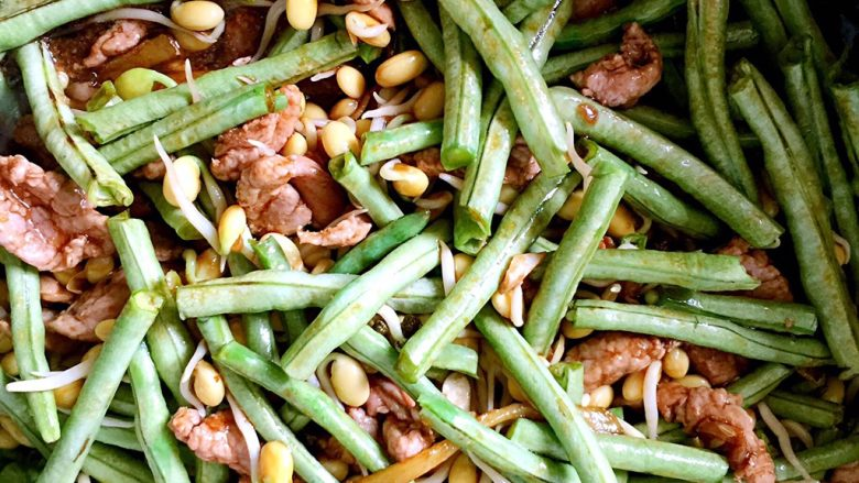 河南特色美食——卤面条,翻炒均匀