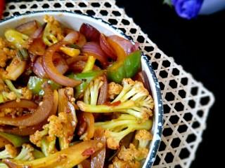 素干锅花菜,熟了后就可以装盘上桌了