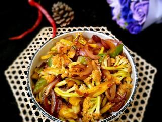 素干锅花菜,再来一张,没用花肉的干锅花菜也是相当的美味。