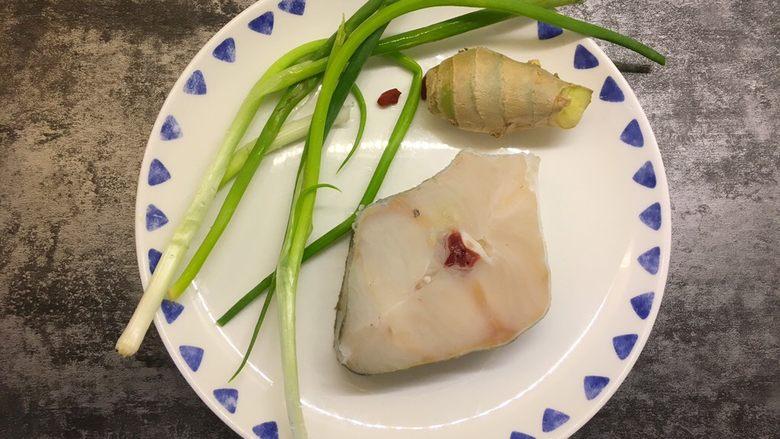 清蒸鳕鱼,准备好所有食材