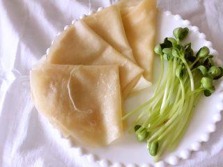 水单饼(烫面法、附卷饼方法),做好的饼可以折叠两次成三角状存放