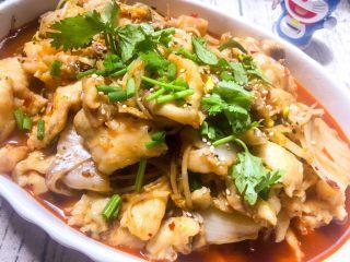 水煮鱼片,出锅、撒点白芝麻、小葱、香菜点缀一下