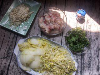水煮鱼片,煮熟的蔬菜