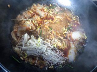 水煮鱼片,再放金针菇