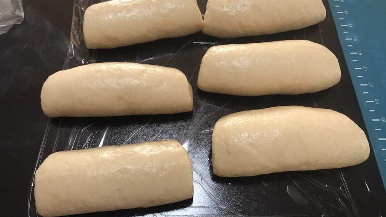全中种北海道土司,依次做完盖保鲜膜松弛10分钟
